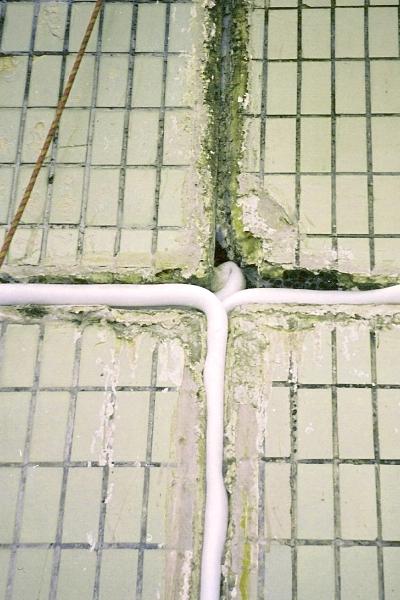 Заделка швов плиточным клеем тротуарной плитки